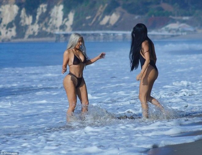 Time with her bestie The wife of Kanye West did not go far in the Pacific Ocean only getting her legs wet
