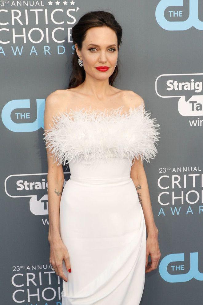 Это пожалуй самый привлекательный образ Анджелины Джоли за последние годы
