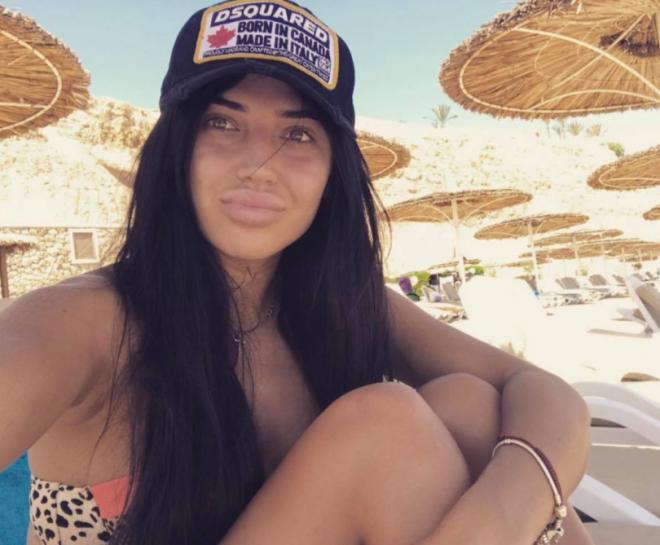 Яна Беляева сняла селфи на пляже
