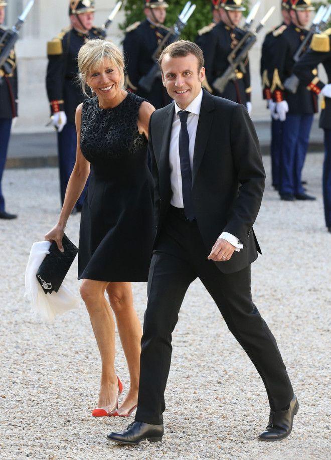 Жена президента Франции произвела фурор своим видом в минишортах